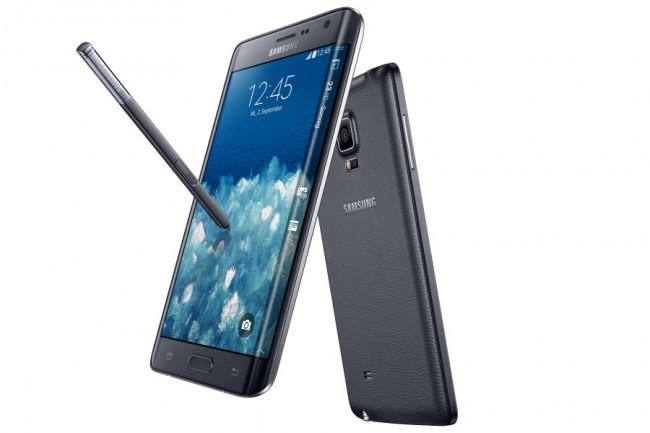 Noch bis zum 7. Februar sind bei der Telekom Smartphones zum halben Preis erhältlich – sofern du einen neuen 24-Monate-Mobilfunkvertrag abschließt. Das Galaxy Note Edge beispielsweise kostet 79,98 Euro statt 159,95 Euro, bei einem monatlichen Grundpreis von 59,95 Euro. (Foto: Samsung)