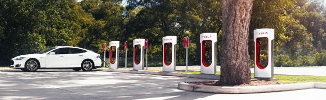 Das Unternehmen Tesla ist für seine Elektroautos und die dazugehörigen Ladestationen bekannt. (Foto: Tesla)