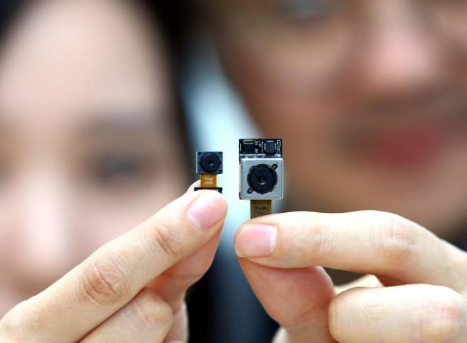 Die neuen Kamera-Module von LG: Rechts das 16-MP-Modul, links das 8-MP-Modul. (Bild: LG)