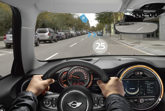 Die Erweiterte-Realität-Brille der BMW-Tochter Mini kann Informationen wie Navigationshinweise, Geschwindigkeitsbeschränkungen und freie Parkplätze in das Sichtfeld des Fahrers einblenden. (Foto: BMW)