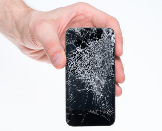 Jeder Smartphone-Besitzer scheut diesen Anblick. (Foto: shutterstock_129872813)