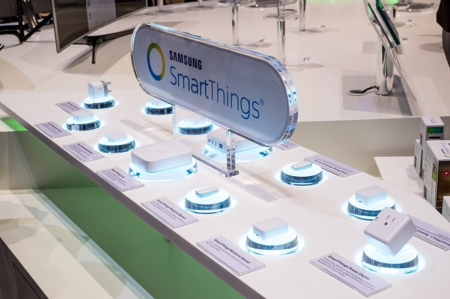 Samsung SmartThings, IFA 2015 by Kārlis Dambrāns (CC BY 2.0) via Flickr