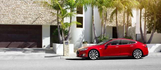 Das Model S von Tesla Motors ist bis zu einem gewissen Grad bereits fähig, selbstständig zu fahren. (Foto: Tesla Motors)