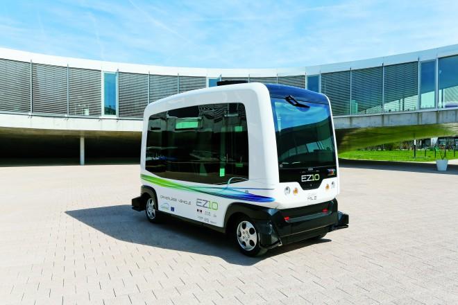 Die beiden WEpods-Busse transportieren ihre Passagiere mit einer Geschwindigkeit von bis zu 25 Stundenkilometern – dürfen allerdings nicht bei Dunkelheit oder bei schlechtem Wetter unterwegs sein.