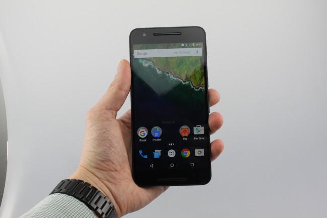 Ein wuchtiges Stück Smartphone - aber schlanker als sein Vorgänger und damit besser geeignet für die Hosentasche.