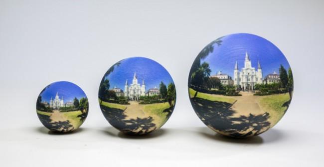 Du kannst dir deine 360-Grad-Panoramafotos auf Kugeln in drei verschiedenen Größen aufdrucken lassen. (Foto: Scandy)