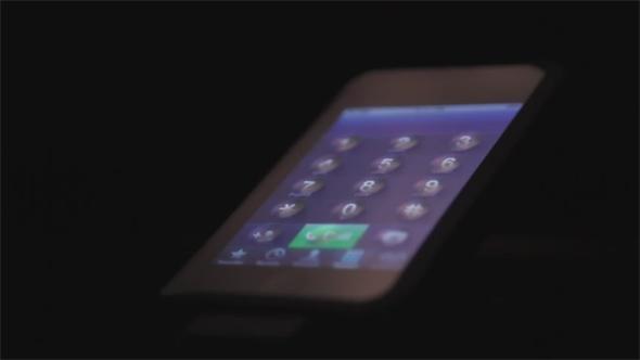Das Display von Tactus ermöglicht beliebige fühlbare Strukturen auf dem Touchscreen. Foto: Youtube.