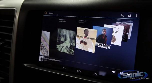 Findige Tüftler haben sich das Nexus 7 Tablet als Entertainmentsystem in das Auto eingebaut. Foto: youtube.com.