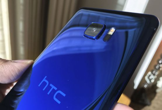 HTC U Ultra b - Alleged HTC U Ultra real images leak ahead of official launch