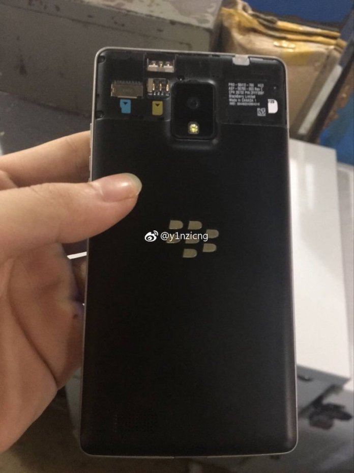 Blackberry 208F camera - Unknown Blackberry 208F smartphone real images leak