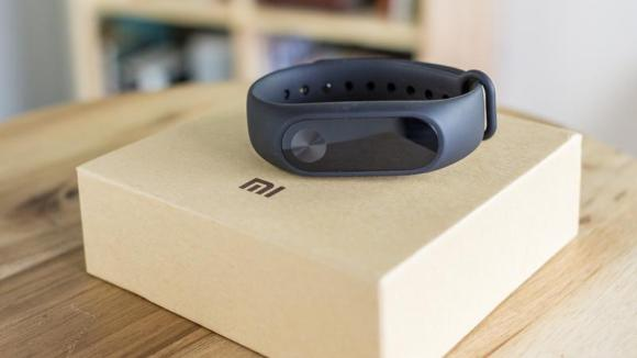 Xiaomi Mi Band 2 la reducere plus alte preturi taiate pe gearbest