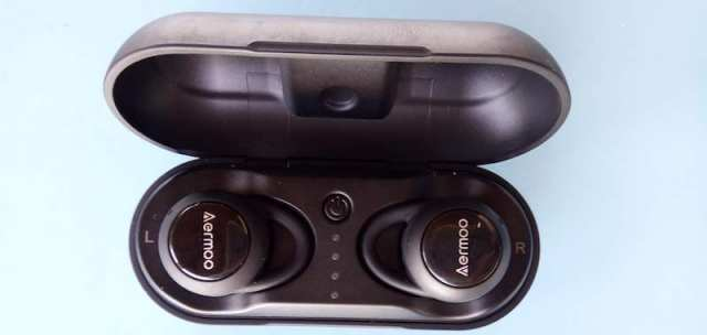 Aermoo B3 carcasa y auriculares