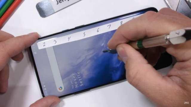 OnePlus 7 Pro en test de durabilidad de JerryRigEverything