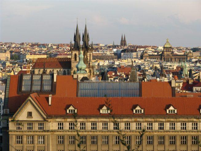 Вид на Прагу и Тынский храм из Летенских садов