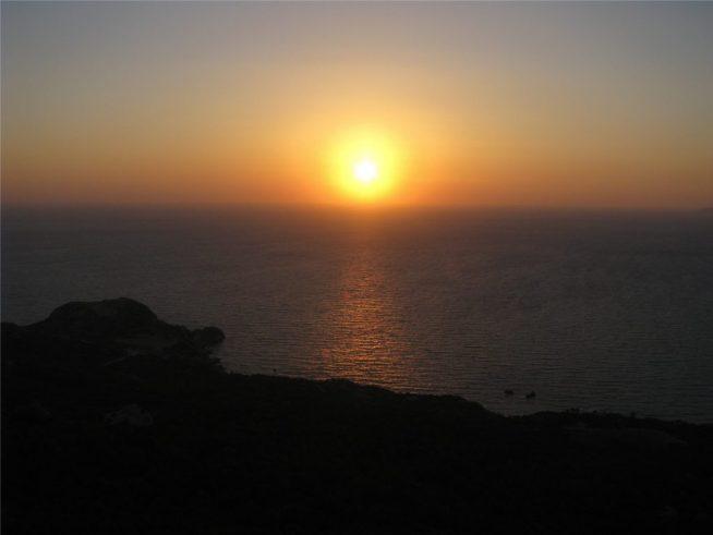 Закат на Родосе на Эгейском море