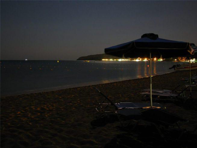 Пляж Фалираки ночью