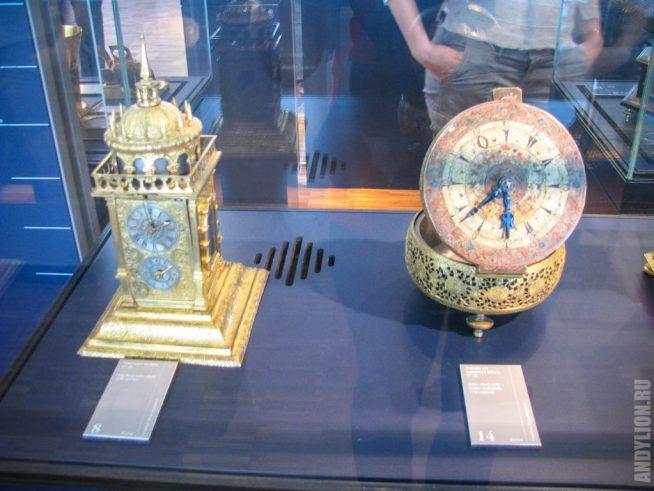 Немецкий музей. Настольные часы. XVII век.