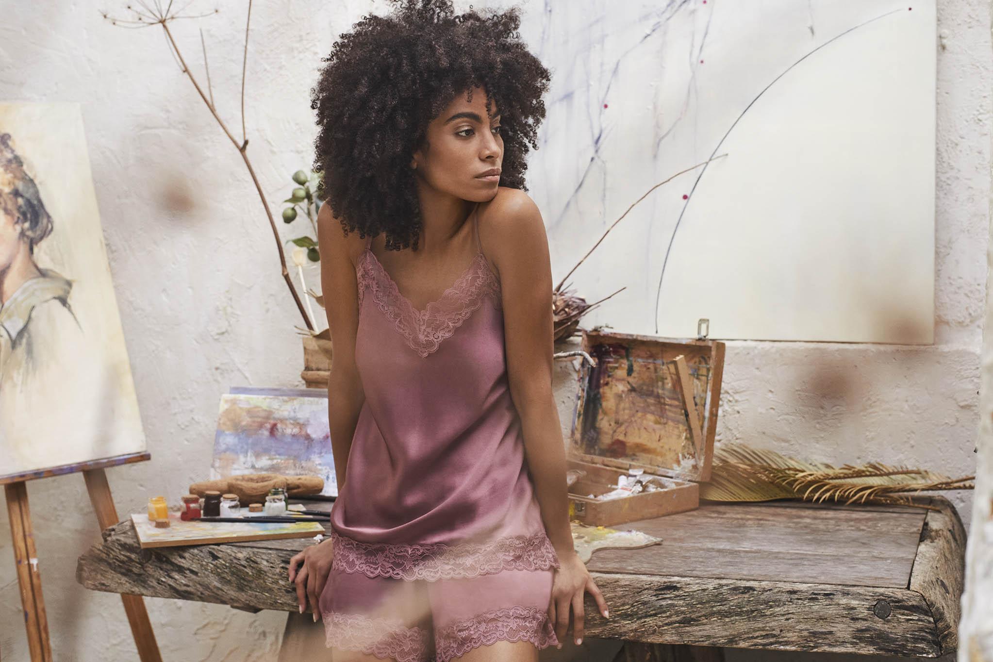reportaje fotográfico comercial intimissimi chica pijama rosa encaje