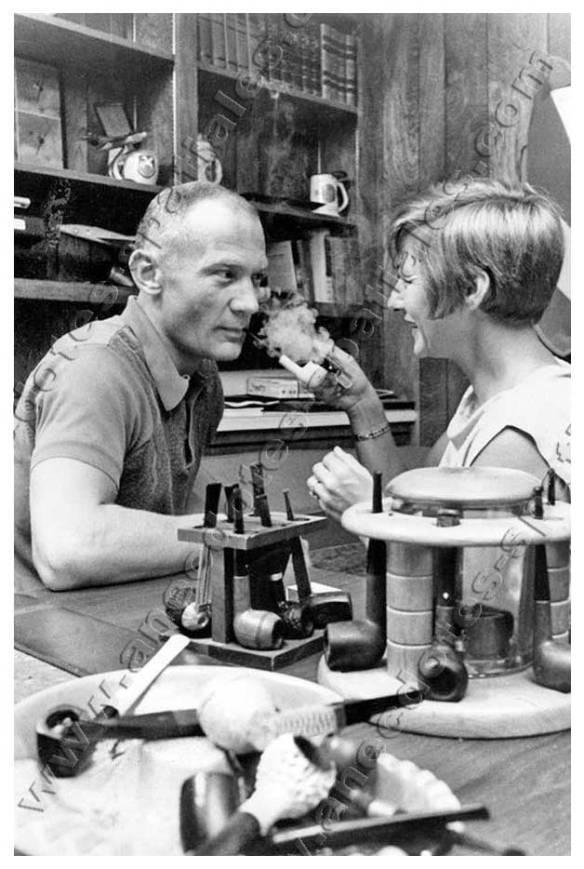 Aldrin, Joan sa femme, et sa collection de pipes...