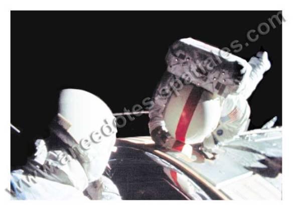 Duke et Mattingly Apollo 16 EVA