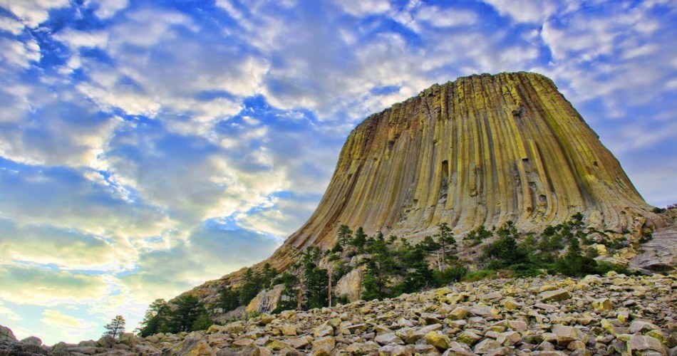 """Le Devils Tower (""""la tour du Diable"""") est un rocher haut de 386 mètres"""