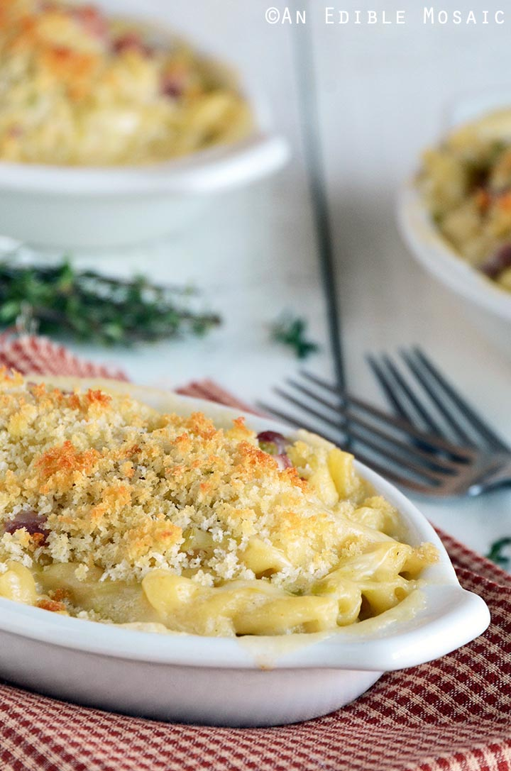 smoky-white-cheddar-mac-and-cheese-with-leeks-2