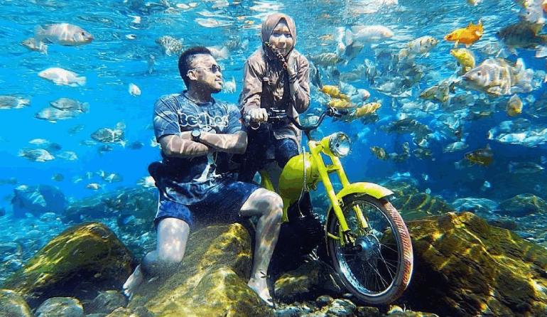 Naik motor di bawah air