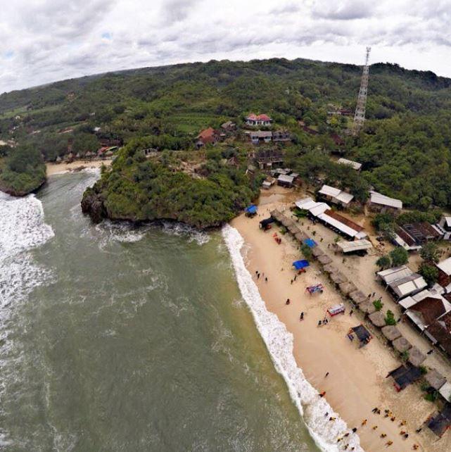 Pantai sadranan aerial view