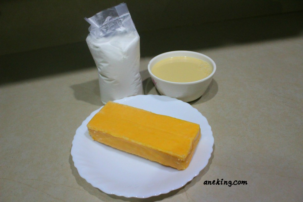 1. Prepare all the materials and ingredients needed. This includes 8 oz cheddar cheese, 370 mL evaporated milk and cornstarch.
