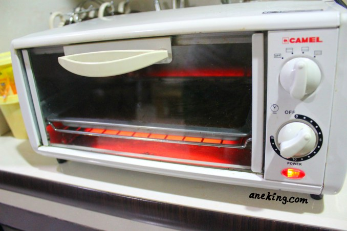 5. Place the pan inside the oven toaster and bake it for 15 minutes.