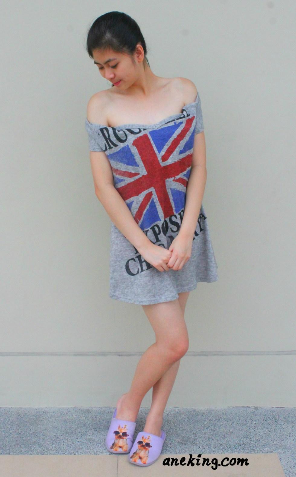 Off-shoulder short sleeved top