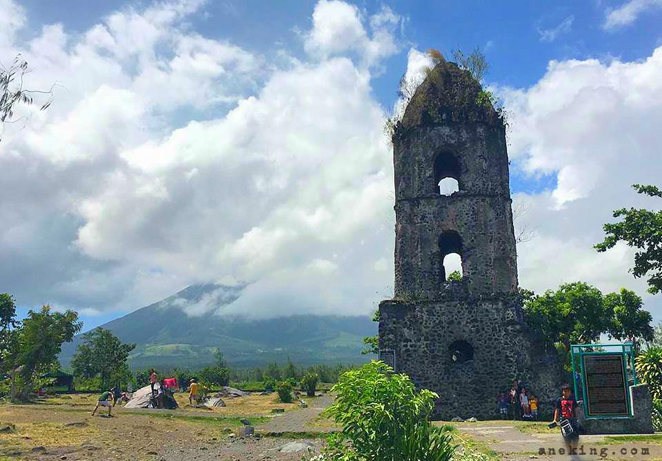 the-famous-cagsawa-ruins-beside-mayon