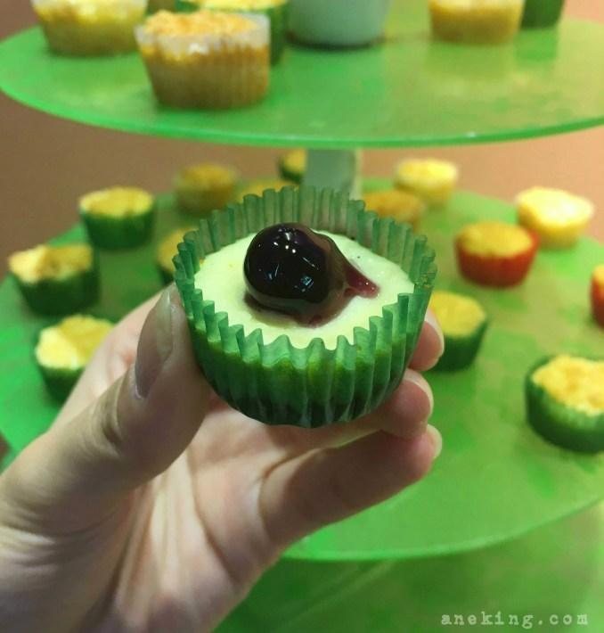 love desserts cheesecake-bites
