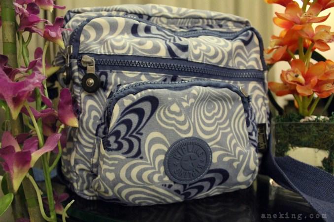 kipling-blue-sling-bag