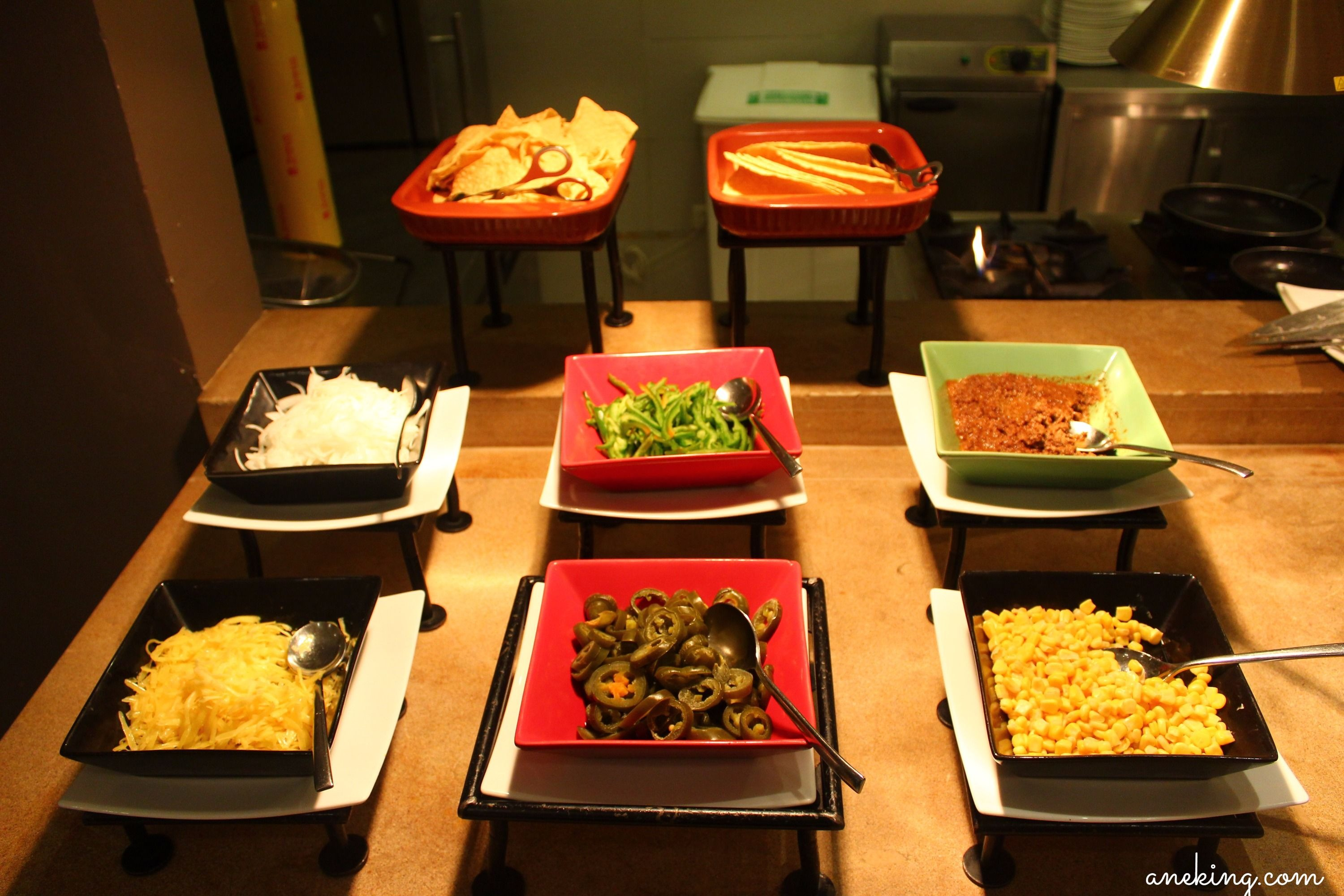 Flavors of holiday inn makati ane ventures oh flavors restaurant is also ready for snacks as they offer do it yourself tacos and nachos there are different toppings to choose from but i ignored solutioingenieria Image collections