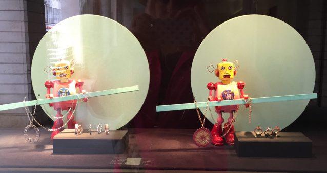 Jewelry store in Vienna, robots on patrol