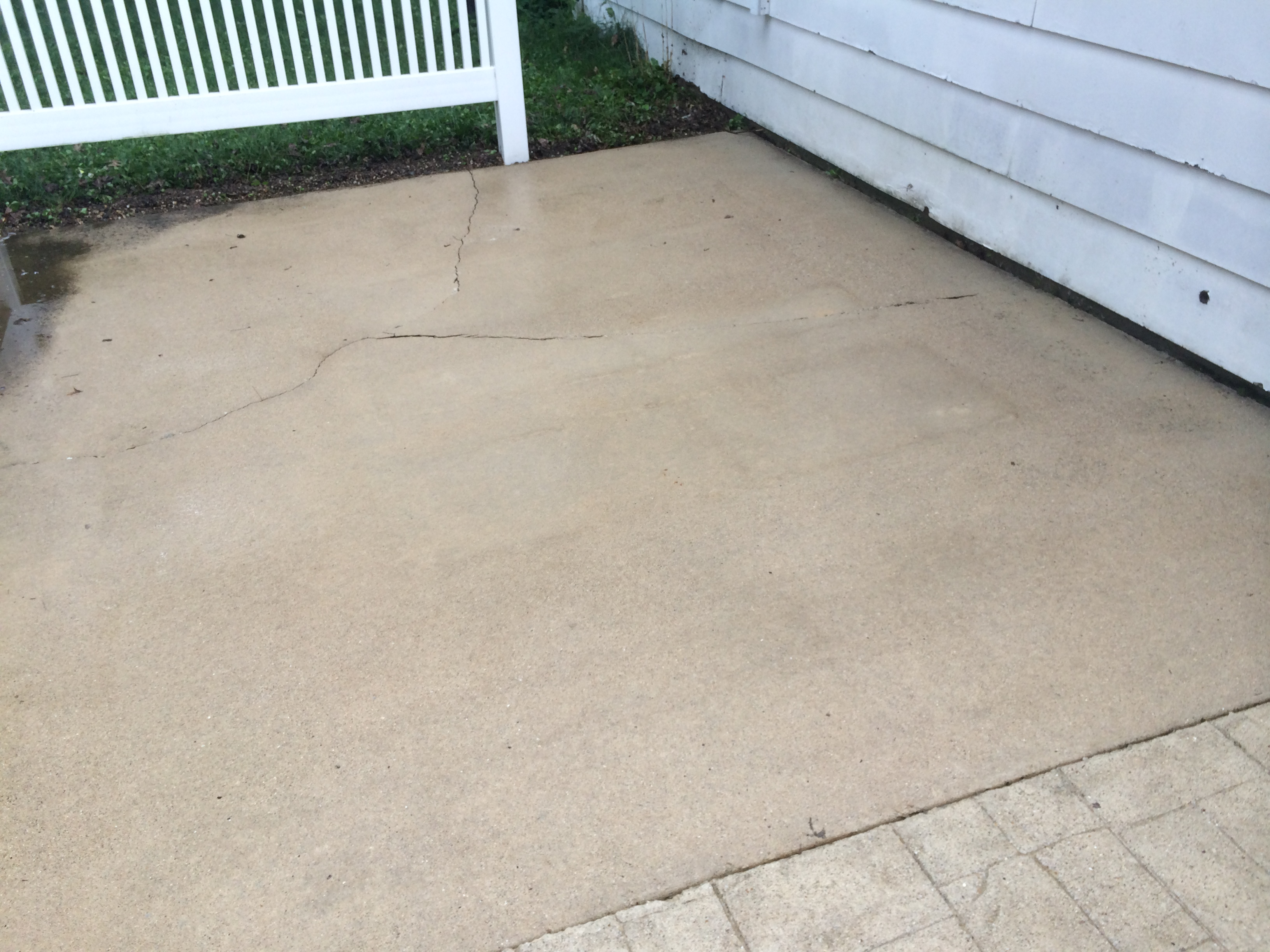Concrete washing concrete sealing driveway sealing for Cleaning concrete paths