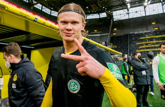 DORTMUND, GERMANY - MAY 22: Erling Haaland of Borussia Dortmund with the jersey of head referee Manuel Gräfe after his final whistle during the Bundesliga match between Borussia Dortmund and Bayer 04 Leverkusen at the Signal Iduna Park on May 22, 2021 in Dortmund, Germany.