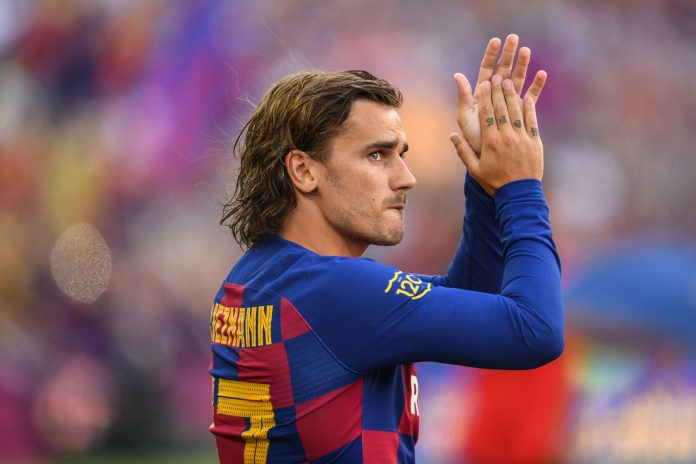 BARCELONA, SPAIN - AUGUST 04: Antoine Griezmann of FC Barcelona waves to the crowd prior to the Joan Gamper trophy friendly match at Nou Camp between FC Barcelona and Arsenal on August 04, 2019 in Barcelona, Spain.