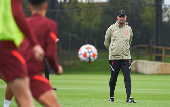 KIRKBY, ENGLAND - AUGUST 11: (THE SUN OUT, THE SUN ON SUNDAY OUT) Manager Jurgen Klopp of Liverpool during a training session at AXA Training Centre on August 11, 2021 in Kirkby, England. (Photo by Nick Taylor/Liverpool FC/Liverpool FC via Getty Images)