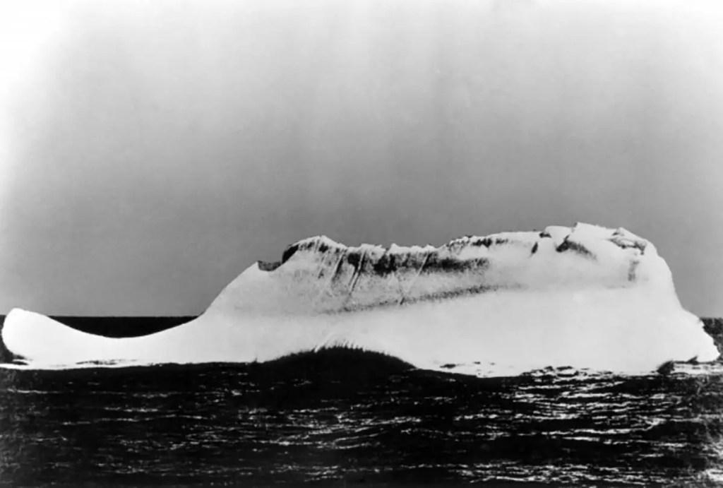 Fotografía de un iceberg.