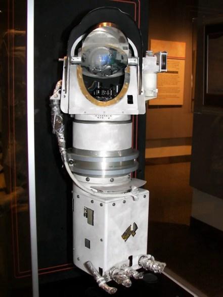 Fotografía de un museo donde se exponen los fragmentos de la sonda Surveyor 3.