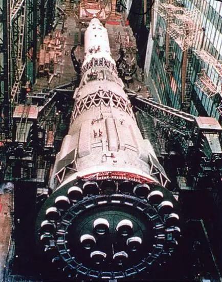 Fotografía de un cohete espacial soviético N1.