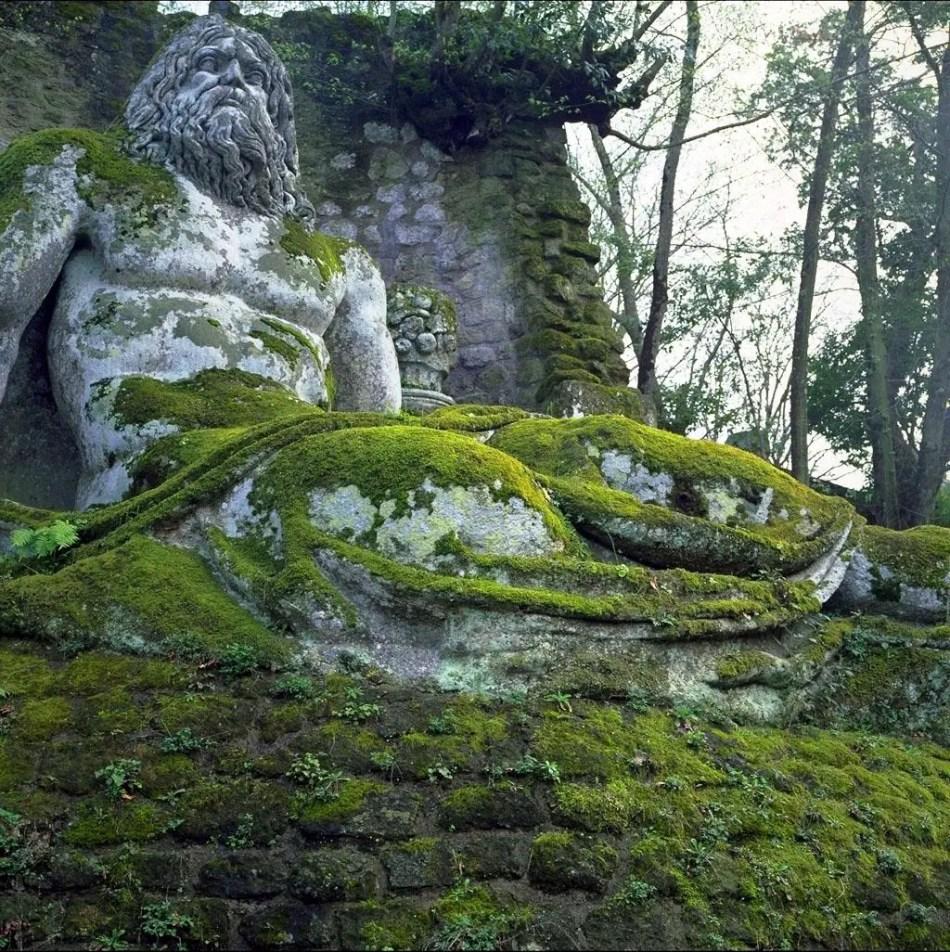 Fotografías de las esculturas del parque de Bomarzo.