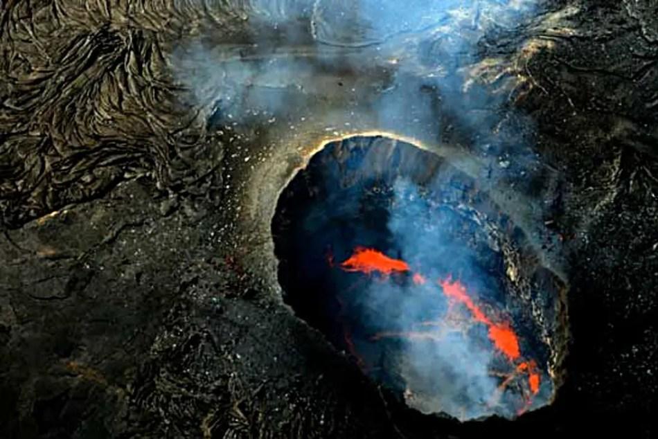 Fotografía del cráter Pu'u 'O'o, uno de los más poderosos volcanes de Hawaii.