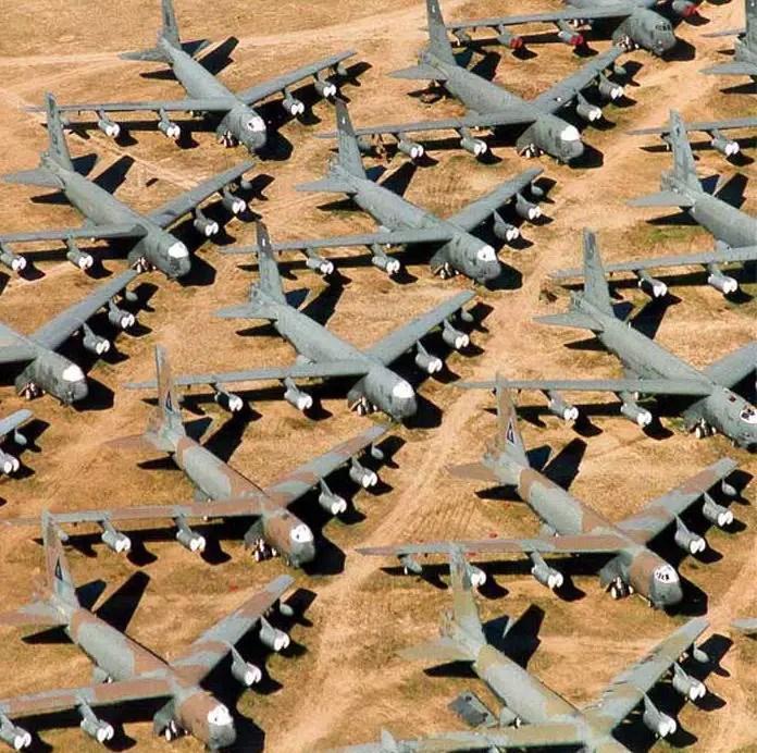 Fotografía de un cementerio de aviones.
