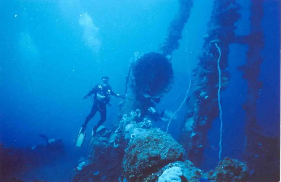 Restos sumergidos de la base del lago Truk, uno de los tantos restos sumergidos tras la venganza por Pearl Harbor.