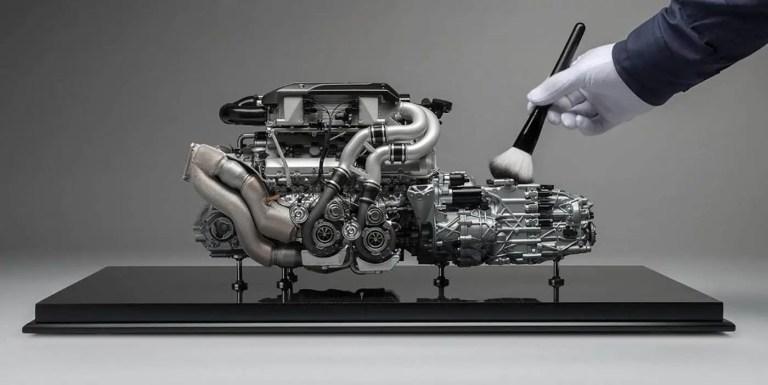 Construyendo un motor V8 a partir de un bloque metálico sólido