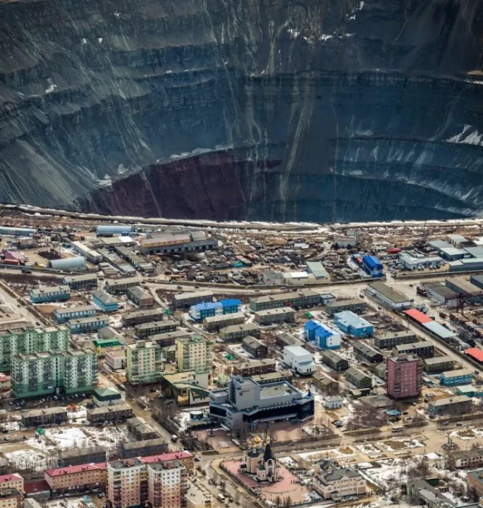 Fotografía aérea de la mina de Mirnyy.