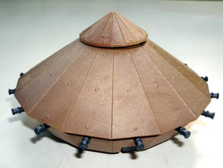 Fotografía de una miniatura del tanque de Leonardo da Vinci.